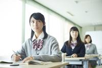 授業中の女子学生