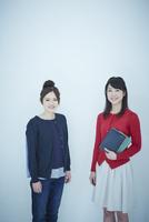 2人の女子大生のポートレート