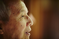 シニア男性の横顔 11070021259| 写真素材・ストックフォト・画像・イラスト素材|アマナイメージズ