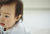 見つめる赤ちゃん