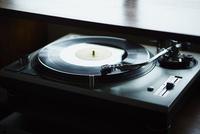 レコードプレイヤー 11070021796| 写真素材・ストックフォト・画像・イラスト素材|アマナイメージズ