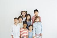 日本人と外国人の子供たち8人