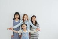 日本人と外国人の女の子4人