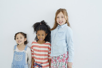 外国人の女の子3人