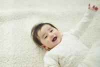 笑顔の赤ちゃん 11070022883| 写真素材・ストックフォト・画像・イラスト素材|アマナイメージズ
