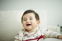 笑顔の赤ちゃん 11070022924| 写真素材・ストックフォト・画像・イラスト素材|アマナイメージズ