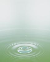 グリーンの水紋