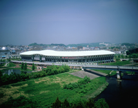 仙台スタジアムと町並み 11070023488| 写真素材・ストックフォト・画像・イラスト素材|アマナイメージズ