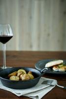 ポテトのグリルとメカジキのソテーと赤ワイン