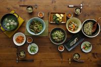 和食がのった食卓 11070024566| 写真素材・ストックフォト・画像・イラスト素材|アマナイメージズ
