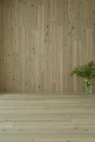 無垢材の壁と床