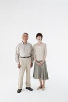 シニアカップル全身 11070027251| 写真素材・ストックフォト・画像・イラスト素材|アマナイメージズ