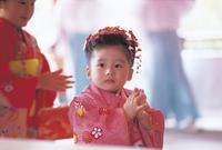 七五三和装の女の子 11070033949| 写真素材・ストックフォト・画像・イラスト素材|アマナイメージズ
