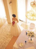ウェディングドレスの女性 11070034052| 写真素材・ストックフォト・画像・イラスト素材|アマナイメージズ