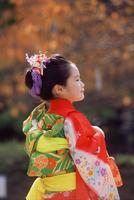 七五三和装の女の子 11070035291| 写真素材・ストックフォト・画像・イラスト素材|アマナイメージズ