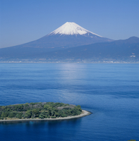 沼津市大瀬からの駿河湾と富士山 11076000004| 写真素材・ストックフォト・画像・イラスト素材|アマナイメージズ