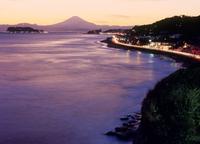 稲村ヶ崎より江ノ島と夕焼けの富士山