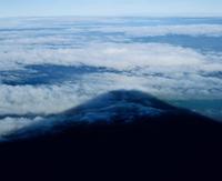 富士山頂より影富士と雲海