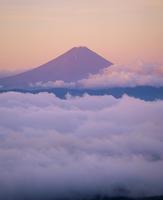 国師ヶ岳より朝焼けの富士山