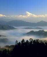 清水吉原からの雲海と富士山 11076000465| 写真素材・ストックフォト・画像・イラスト素材|アマナイメージズ