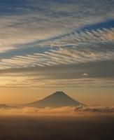 甘利山からの雲海と朝焼けの富士山 11076000528| 写真素材・ストックフォト・画像・イラスト素材|アマナイメージズ