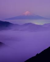 清水吉原からの雲海と夕焼け富士山 11076000869| 写真素材・ストックフォト・画像・イラスト素材|アマナイメージズ