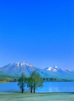 霊仙寺湖と黒姫山,妙高山 青空