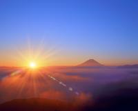 櫛形林道より朝日と富士山