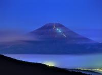 二十曲峠より夏の富士山夜景