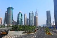 浦東新区のビル群と世紀大道