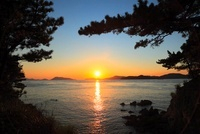 沙弥島から望む瀬戸内海の夕日