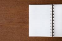 机に置かれたノート