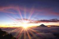 櫛形山林道より富士山と日の出