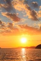 新舞子海岸の夕日 11076004374| 写真素材・ストックフォト・画像・イラスト素材|アマナイメージズ