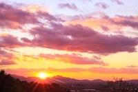 山の辺の道 二上山と夕日 11076004472| 写真素材・ストックフォト・画像・イラスト素材|アマナイメージズ