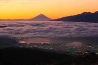 高ボッチ高原より富士山と朝焼け、雲海