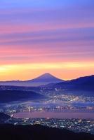 高ボッチ高原より朝焼けの富士山と諏訪湖