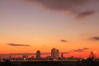 JRセントラルタワーズと名古屋市街の朝焼け