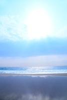 海と太陽 11076004683| 写真素材・ストックフォト・画像・イラスト素材|アマナイメージズ