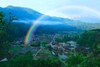 白川郷と虹