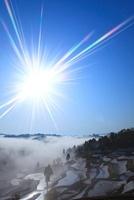 雲海の棚田と太陽