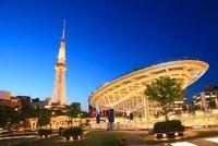 オアシス21と名古屋テレビ塔の夜景