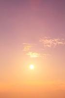夕日 11076006822| 写真素材・ストックフォト・画像・イラスト素材|アマナイメージズ