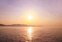 高松港から望む瀬戸内海の夕日