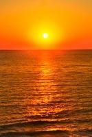 夕日 11076007577| 写真素材・ストックフォト・画像・イラスト素材|アマナイメージズ