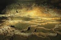 秋芳洞の百枚皿 11076007894| 写真素材・ストックフォト・画像・イラスト素材|アマナイメージズ