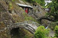 石見銀山 羅漢寺 五百羅漢の石窟と石橋