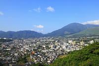別府市街と鶴見岳