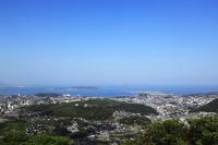火の玉公園から望む下関市街と響灘