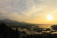 卯の鼻より望む阿蘇山と夕焼け